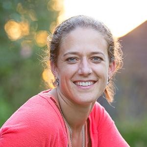 Janine vd Linden, yogadocent bij Yogacentrum Eemland